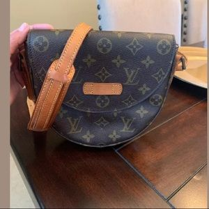 Authentic Louis Vuitton crossbody.. (damaged)